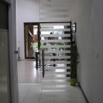 Celosklenne predeľovacie dvere pieskovany vzor